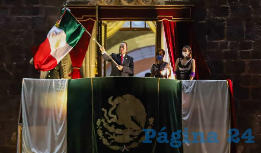 El gobernador estuvo acompañado por la presidenta del DIF Estatal, Yolanda Ramírez de Orozco, durante el acto que recuerda que México es un país que conquistó su libertad
