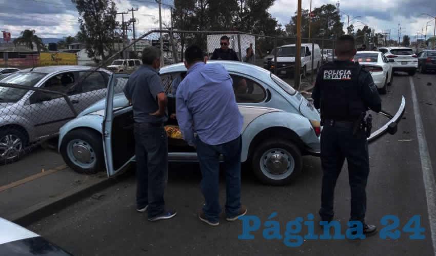 """En bulevar a Zacatecas, Elizabeth """"N"""" """"N"""", de 28 años, derribó la malla ciclónica del camellón central y fue embestida por una camioneta"""
