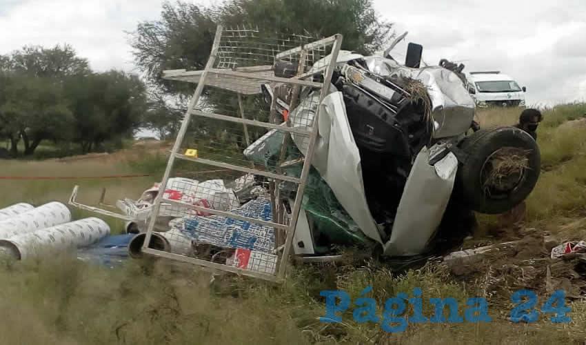 En la carretera federal 45 norte, a la altura de El Salitrillo, Rincón de Romos, encontró terrible final Carlos Iván Rojas, de 24 años de edad, al chocar y volcarse su camioneta