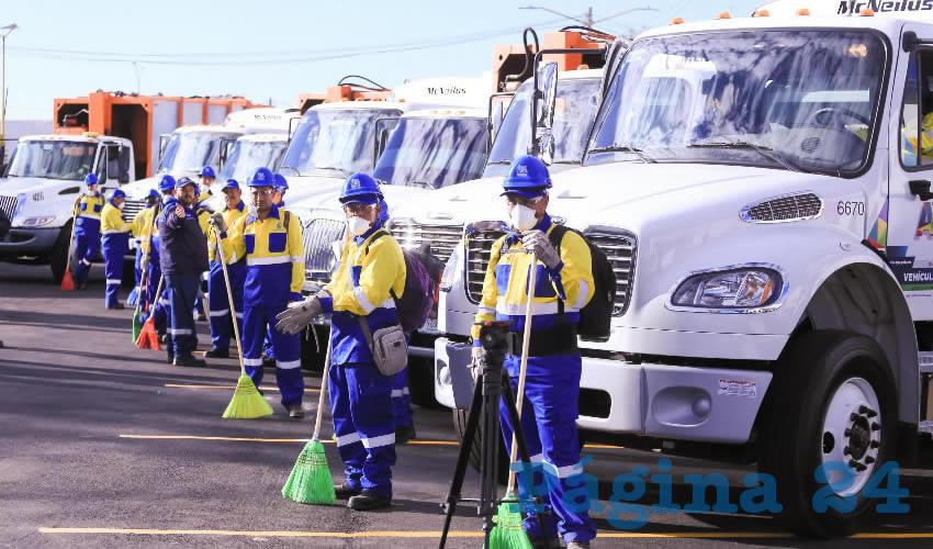 Para fortalecer el sistema de recolección y traslado de la basura, se incorporaron 20 camiones compactadores, logrando aumentar a 62 rutas