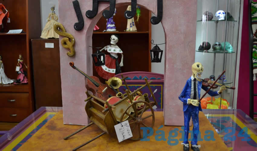 Los interesados en adquirir alguna pieza artesanal referente al Día de Muertos, puede acudir a las instalaciones de la Casa de las Artesanías, ubicada a un lado del Teatro Fernando Calderón, en un horario de 10:00 a 20:00 horas