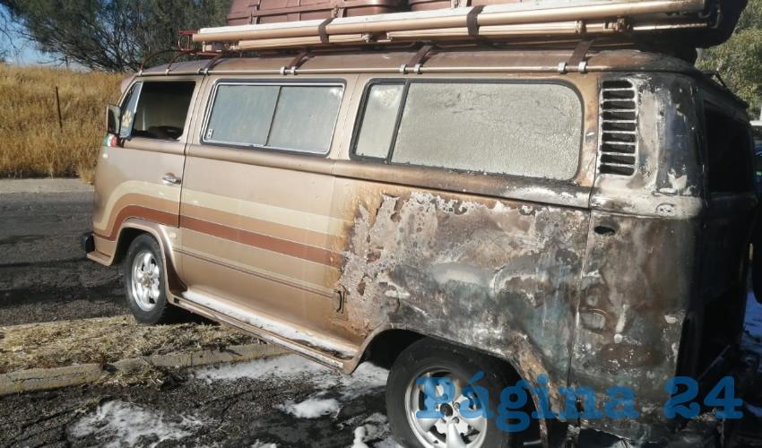 Un aparente cortocircuito originó el incendio, cuando apenas Juan Sánchez López, de 70 años, apenas había puesto en marcha el vehículo