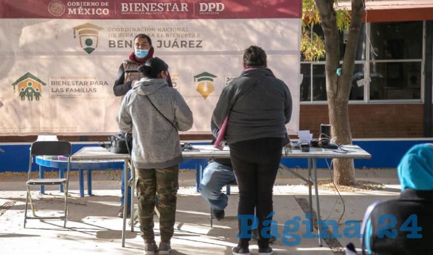 """Como parte del operativo de pago de la Beca """"Benito Juárez"""" Educación Básica, hoy se entregaron casi 5 millones de pesos en comunidades de Fresnillo, Valparaíso, Mazapil, Pinos y Guadalupe"""
