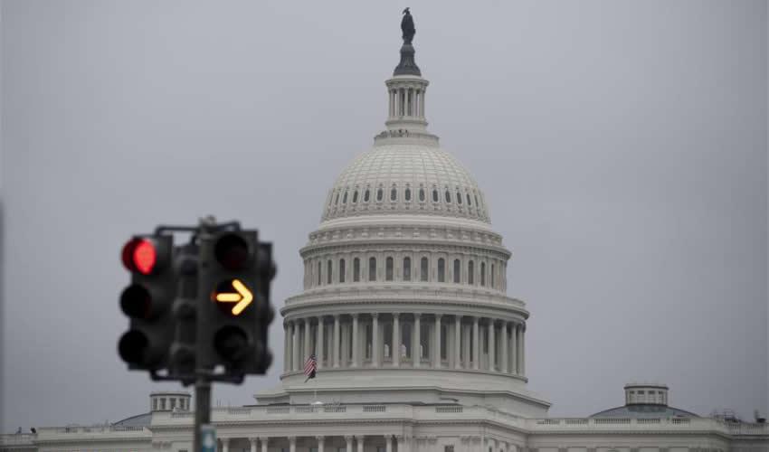 La legislación que será presentada en el Senado de los Estados Unidos por Bob Menendez, demócrata por Nueva Jersey, y Thom Tillis, republicano por Carolina de Norte, buscará arreglar las irregularidades del sistema migratorio de Estados Unidos (Foto: Archivo/Xinhua)