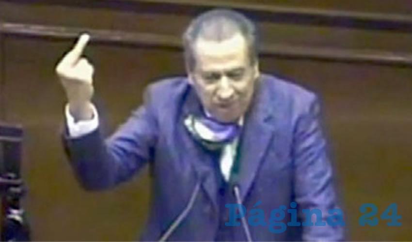 "Sergio Augusto López Ramírez ...""este dedo en tu c**o""..."