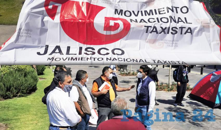 Choferes del Movimiento Nacional de Taxistas en Jalisco montaron afuera de Palacio de Gobierno una huelga de hambre hasta lograr respuesta de autoridades. Exigen que apliquen la ley parejo a las Empresas de Redes de Transporte (ERT), pues pese a que hay una norma que los regula, son competencia desleal/Fotos: Francisco Tapia