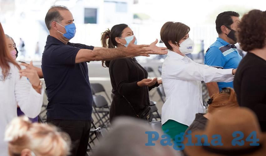 Martín Orozco y Yolanda Ramírez  Completan su Esquema de Vacunación