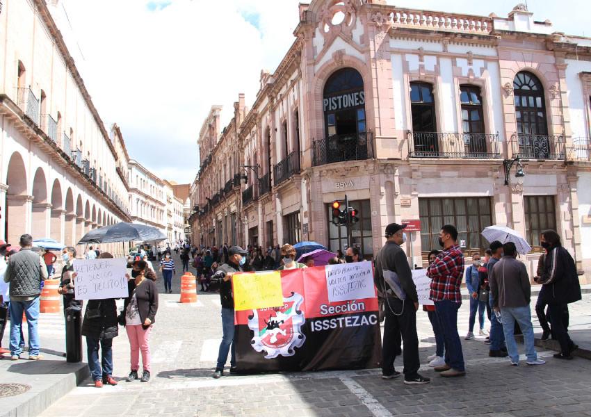 Trabajadores del Issstezac Bloquean Centro Histórico y Bulevar Metropolitano