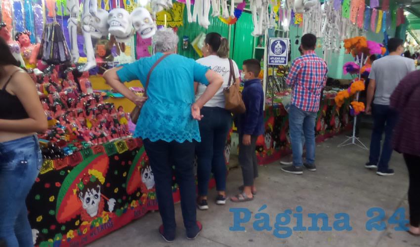 Inicia la Feria del Cartón; reportan poca afluencia