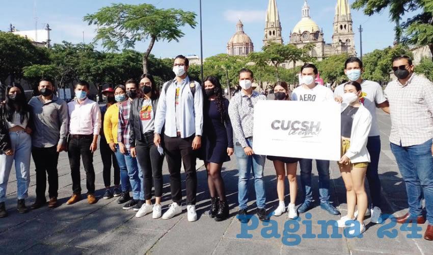 Alumnos UdeG brindan asesorías a los tapatíos